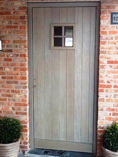 afrormosia vergrijsde ramen Front Doors With Windows, Belgian Style, Cottage Interiors, Exterior Doors, House Painting, Home Deco, Entrance Doors, Beautiful Homes, Building A House