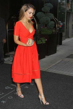 Jessica avec robe rouge
