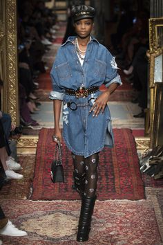http://www.vogue.com/fashion-shows/fall-2016-ready-to-wear/moschino/slideshow/collection