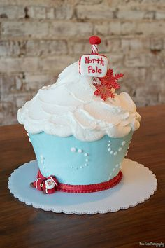North Pole Buttercream Giant Cupcake Cake Decorated by Melissa Holcomb at Honeymoon Bakery. Giant Cupcake Recipes, Cupcake Smash Cakes, Big Cupcake, Giant Cupcakes, 21st Birthday Cupcakes, Fairy Birthday Cake, First Birthday Cakes, Christmas Cupcakes, Christmas Desserts