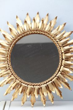 El bazar VINTAGE + CHIC: lámparas, muebles y objetos decorativos 100% vintage!: Espejo redondo dorado · Ref. 8215 · Gilded sunburst mirror