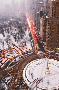 New York City ©: Columbus Circle and Central Park South. Empire State Of Mind, Empire State Building, Oh The Places You'll Go, Places To Travel, Beautiful World, Beautiful Places, Magic Places, Voyage New York, Columbus Circle