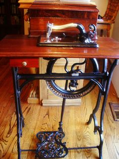 Grover & Baker #22 Early American Antique sewing machine,treadle,mahogany cab