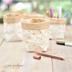 Milk carton upcycling - DIY for small plant pots on mrsgreenhouse. - Milk carton upcycling – DIY for small plant pots on mrsgreenhouse. Upcycled Crafts, Cute Diy Crafts, Upcycled Home Decor, Diy Home Crafts, Crafts For Kids, Upcycled Furniture, Dulux Valentine, Small Potted Plants, Diy Upcycling