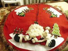 Resultado de imagen para pie de arbol de navidad elegantes Christmas Time, Christmas Crafts, Tree Skirts, Ornaments, Holiday Decor, Fabric, Felt Projects, Home Decor, Crotchet