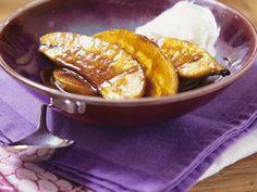 Flambierte Bananen mit Schlagsahne ist ein Rezept mit frischen Zutaten aus der Kategorie Steinobst. Probieren Sie dieses und weitere Rezepte von EAT SMARTER!