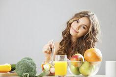 8 Alimentos para hidratar a pele e deixá-la mais bonita | Leia mais: http://www.blogdacrisfeu.com/noticia/2016/05/06/8-alimentos-para-hidratar-a-pele-e-deixa-la-mais-bonita.html