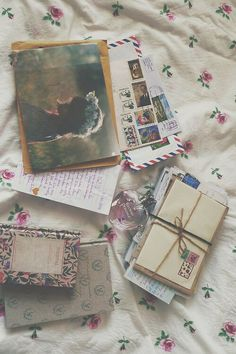 Even if it's a simple letter on lined paper in a white envelope. the art of letter-writing and using the postal service is beautiful to me. Pen Pal Letters, Old Letters, Pocket Letter, You've Got Mail, Envelope Art, Montage Photo, Handwritten Letters, Lost Art, Happy Mail