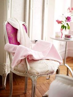 pink chair, sweet home. Deco Rose, French Chairs, Romantic Homes, Everything Pink, Take A Seat, Home And Deco, Chair Design, Furniture Design, Pretty In Pink