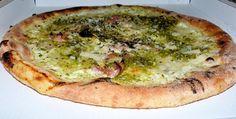 PIZZA AL PISTACCHIO DI BRONTE di  Claudio Leocata - Biancavilla (CT).   Lievitazione lunga: 48 h. Farina di solo grano, olio extravergine d'oliva. Farcitura: prosciutto cotto, mozzarella fiordilatte, formaggio grana. Il tocco di grazia è dato dalla crema di pistacchio di Bronte abbondantemente cosparsa.  E' una delle ricette più apprezzate di Claudio Leocata, Ristorante-Pizzeria BEAUTY GARDEN, Biancavilla (CT) - Contrada Don Ascenzo - Tel. 0956888802. Fonte…