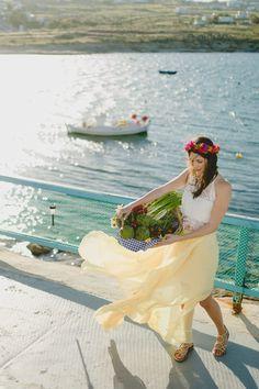 Styled engagement photoshoot in Mykonos #engagementphotshoot #bridetobe #prewedding #naturalphotos #weddingfashion #mykonos #springinmykonos #bythesea #stylishbridetobe #fashioneditorial #fineartphotography #preweddingideas #engagementideas #engagementinspiration
