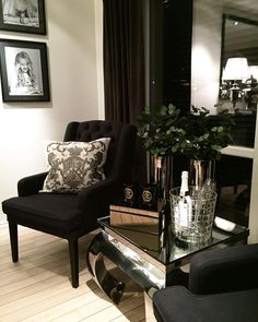 #Repost @28_cvl  Da var det nye hjørne bordet mitt fra @classicliving på plass så fornøyd #classiclivingglam #classyinterior #home4inspo #interior123 #interiors #ninterior #passion4interior #lovelyinterior #style #homestyle #inspire_me_home_decor #glaminterior1 #glaminteriors #finehjem #luxury #like4like #loveit #interiorallforyou #ourluxuryhome #ninterior #nordiskehjem #interior9508 #interior4all