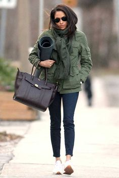 Take a Look at Future Royal Meghan Markle's Handbag History Estilo Meghan Markle, Meghan Markle Stil, Sporty Outfits, Fashion Outfits, Trendy Outfits, Girl Outfits, Meghan Markle Outfits, My Outfit, Winter Outfits