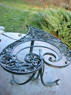 seaseas: Очень люблю такие штучки! Wrought Iron Decor, Iron Wall Decor, Iron Furniture, Steel Furniture, Metal Garden Art, Metal Art, Steel Gate Design, Balcony Railing Design, Welding Art Projects