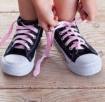 Wie lernt mein Kind eine Schleife zu binden?