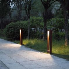 Outdoor bollard light Cobaqua for road signposting. Aluminium structure available in two finishes, grade and integrated LED lighting. Driveway Lighting, Backyard Lighting, Exterior Lighting, Outdoor Lighting, Driveway Landscaping, Outdoor Landscaping, Modern Lighting, Lighting Design, Garden Post Lights