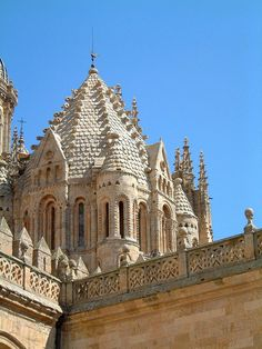 Torre del Gallo, Catedral Vieja, Salamanca. The Torre del Gallo is the unusual dome of the Catedral Vieja in Salamanca, in the Spanish region of Castilla y Leon. The dome was built around 1150 and its interior is reminiscent of the segments of an orange. The name comes from the cockerel on its weathervane.