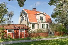 Förpiken 10 - Erik Olsson fastighetsförmedling Swedish House, Home Fashion, Countryside, Beautiful Homes, Exterior Houses, Sweet Home, House Ideas, Cabin, House Styles