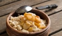 If you are trying the Paleo Diet, this is a great breakfast recipe for you. Our Easy Paleo Oatmeal is just that—easy. All you need is a few key ingredients and a food processor to create a perfectly Paleo oatmeal. Cheap Vegan Meal Plan, Cheap Vegan Meals, Cheap Easy Meals, Vegan Meal Plans, Paleo Oatmeal, Brunch, Healthy Carbs, Healthy Habits, Vegan Cookbook