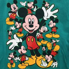 97167d7c84 VINTAGE 90s MICKEY MOUSE T-SHIRT! This shirt is so sick and - Depop