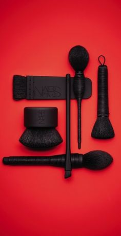 Makeup tools- This contouring, blush, bronzer and kabuki brush from NARS feels sooo light when it touches your face. Kiss Makeup, Love Makeup, Hair Makeup, Makeup Hairstyle, Hairstyle Ideas, All Things Beauty, Beauty Make Up, Dru Hill, Oriflame Cosmetics