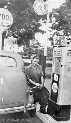 Hey, Fill the Tank! 28 Interesting Vintage Photos Show People Filling Gas into Their Classic Cars