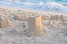 Castles and Dragons week... make sand castles in a sensory bin with wet sand + put dragons/knights in the bin.