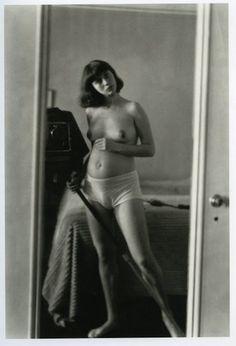 Diana Arbus Self-Portrait, 1944. http://arteseanp.blogspot.com