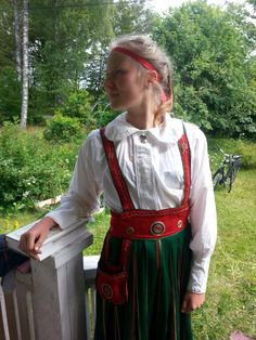 "I AM looking for one more of these finnish ""Orimattila"" custumes!  It is very old (100 years ) and I would like to find another o e as old.    My mobile +46(0)760271267 /Elisabet   Så fin Orimatilladräkteb från Finland  (Med band på ogift flicka )"