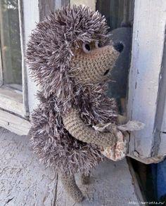 Crochet hedgehog in the fog Christmas Crochet Patterns, Crochet Toys Patterns, Amigurumi Patterns, Stuffed Toys Patterns, Pet Toys, Doll Toys, Crochet Hedgehog, Yarn Storage, Sewing Dolls