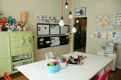 Head back to school with a homework station or homeschool room that makes learning fun. Here are some of our favorite home study areas to inspire you. Homework Area, Homework Station, Learning Spaces, Fun Learning, School Organization, Organization Ideas, Home Schooling, Kid Spaces, Organizer