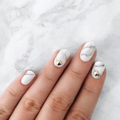 Marble nails: How to get the manicure trend in 5 steps Cute Nails, Pretty Nails, Hair And Nails, My Nails, Marble Nail Art, How To Marble Nails, Glamour Nails, Minimalist Nails, Finger