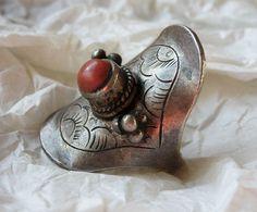 Tibetan coral and silver saddle ring | ©Karim Carlo Rotondi