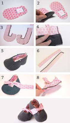 Zapatos para bebés, en gris y rosa.