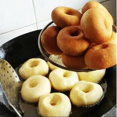 These are the most delicious donuts / Amazing Cooking Donut Recipes, Bread Recipes, Dessert Recipes, Cooking Recipes, Good Food, Yummy Food, Delicious Donuts, Russian Recipes, Doughnuts