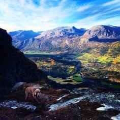 Kjerringkjeften with a view over the valley