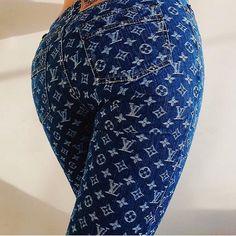 yo booty not even fat, you hypebeast Fat Fashion, Urban Fashion, Fashion Outfits, Womens Fashion, Zapatillas Louis Vuitton, Louis Vuitton Jeans, Denim Jeans, Painted Jeans, Vogue