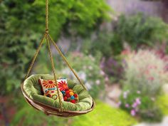 10 DIY Adorable Tree Swing A Papasan Swing! Gotta tell the girls at Pier 1 Imports this one!( For safety and durability, I personally would use the metal outdoor Papasan chair! Hanging Papasan Chair, Swinging Chair, Chair Swing, Hanging Chairs, Woven Chair, Hanging Basket, Diy Hanging, Diy Design, Design Room