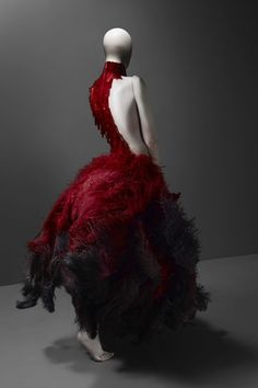 this is the EXACT gown I invisioned katniss wearing in her capitol interview :3 alexander mcqueen