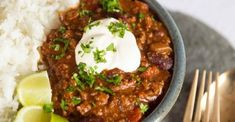 Recette du chili con carne WW - Famous Last Words Best Chilli Con Carne, Penne Alfredo, Sweet Potato Quesadilla, Vegetarian Quesadilla, Tortilla Recipe, Peppers And Onions, Roasted Sweet Potatoes, Great Recipes, The Best