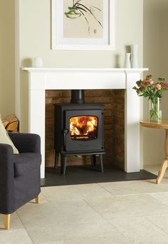 The Dovre 525 is an attractive modern traditional stove with a 1950's inspired design and outstanding heating efficiency.