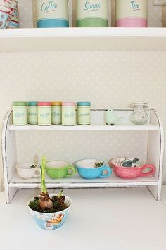 Like the shape of the shelf and that it can sit on counter or hang on wall.