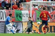 Di Natale beats Iker Casillas for opening goal
