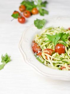 Zoodles / spaghetti de courgettes - Recette de cuisine Marmiton : une recette Slimming Recipes, Low Carb Recipes, Soup Recipes, Regional, Plats Healthy, Chicken Broth Can, Zucchini Spaghetti, Bowl Of Soup, All Vegetables