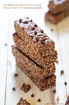 No-Bake Chocolate PB Granola Bars. No-Bake Double Chocolate Peanut Butter Granola Bars (vegan GF) - Make healthy bars that taste like candy bars in 10 minutes! Peanut Butter Rice Krispies, Granola Bars Peanut Butter, Homemade Granola Bars, Homemade Brownies, Yummy Treats, Sweet Treats, Yummy Food, Chocolate Peanuts, Chocolate Flavors