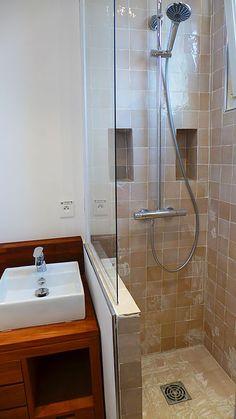 Petite salle de bain, douche à l'italienne