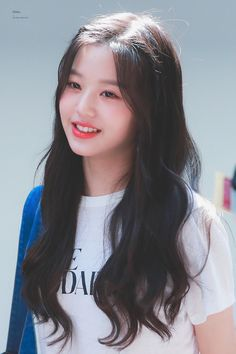 (Credits to the real owner/s) Korean Girl Photo, Cute Korean Girl, Asian Girl, Kpop Girl Groups, Kpop Girls, Ulzzang Korean Girl, Woo Young, Japanese Girl Group, Only Girl