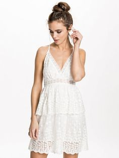 Lace Overlay Dress. Nelly 399 kr