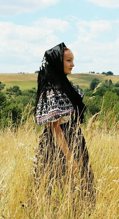 Pictures of lost world Ethnic Clothes, Ethnic Outfits, Ethnic Dress, Folk Costume, Halloween Costumes, Eastern Europe, Czech Republic, Traditional Dresses, Lost