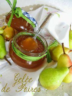 gelée de poires rien qu'avec les déchets (épluchures, trognons, pépins) + jus de pomme et sucre